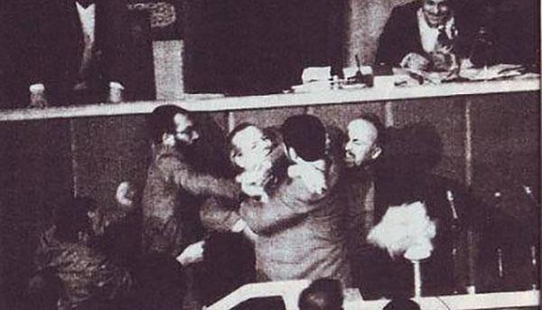 سخنرانی تاریخی و بسی شجاعانه علی اکبر معین فر در خرداد ۱۳۶۰